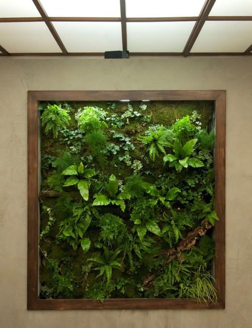 in Wand integriertes Bild, Holzrahmen